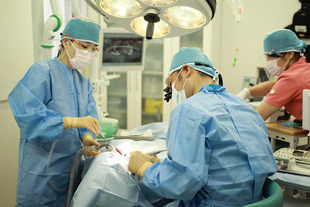 奈良・宇陀市の松田歯科医院 インプラント手術の風景